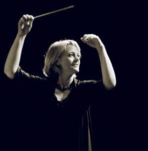 Die Dirigentin Cornelia von Kerssenbrock. Foto: Martin Binder